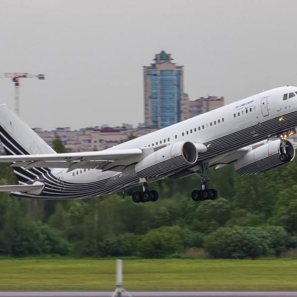 6.Ту-204-300 на взлете.