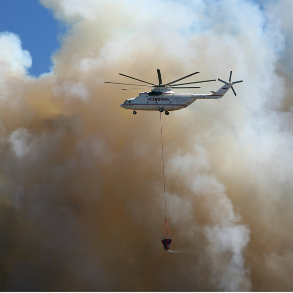 6а.Ми-26ТС Пожарной службы Греции с внешней подвеской Bamby-Bucket на тушении пожара.