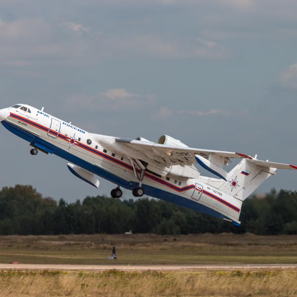 7.Бе-200ЧС МЧС России на взлете.