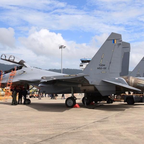 7.Истребители Су-30МКМ ВВС Малайзии на стоянках.