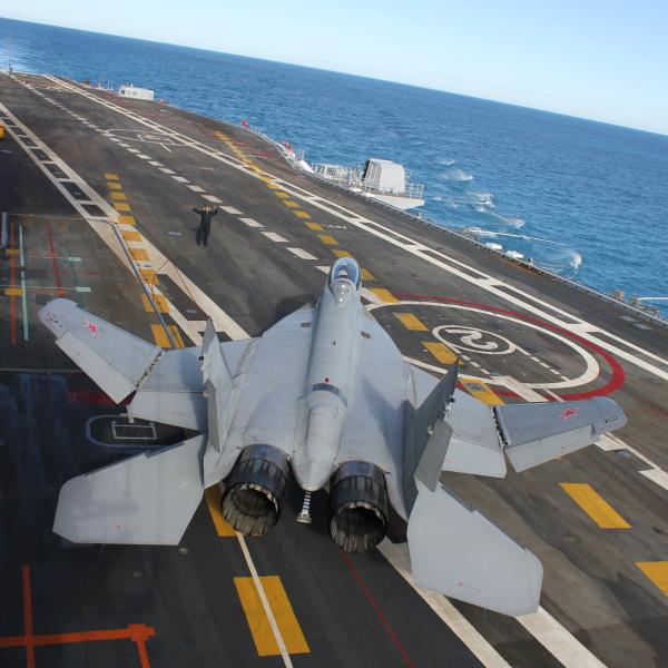 7.МиГ-29КУБ раскрывает крылья.