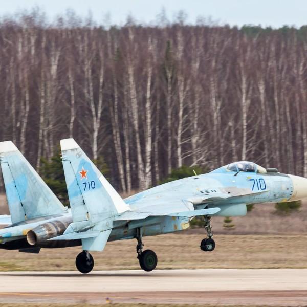 7.Су-35 первой серии на взлете.