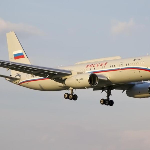 7а.Ту-214СР заходит на посадку.
