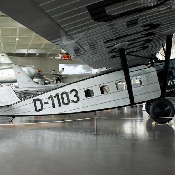 8.Do.В Merkur в музее компании Dornier.