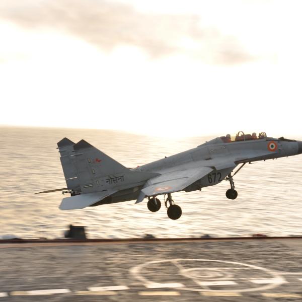 8.МиГ-29КУБ для индийских ВМС выполняет проход над палубой.