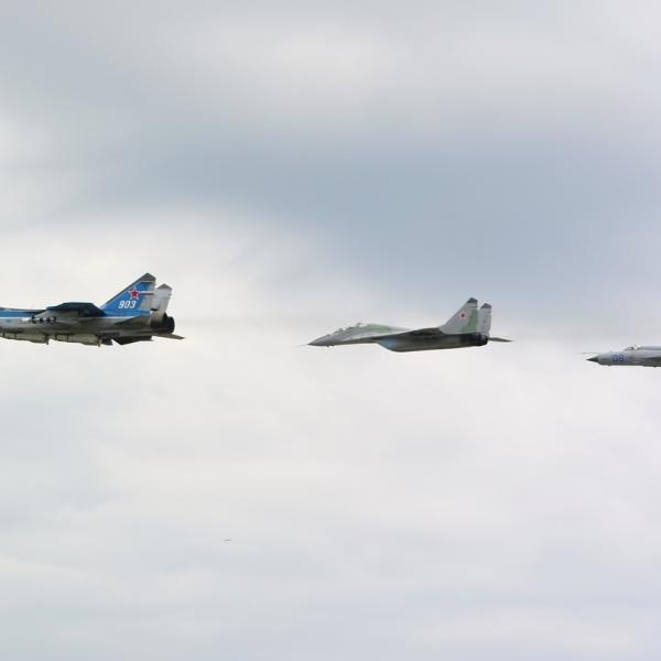 8.МиГ-31Э в полете с МиГ-29 и МиГ-21.