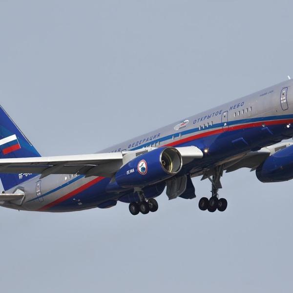 8.Ту-214ОН после взлета. 2