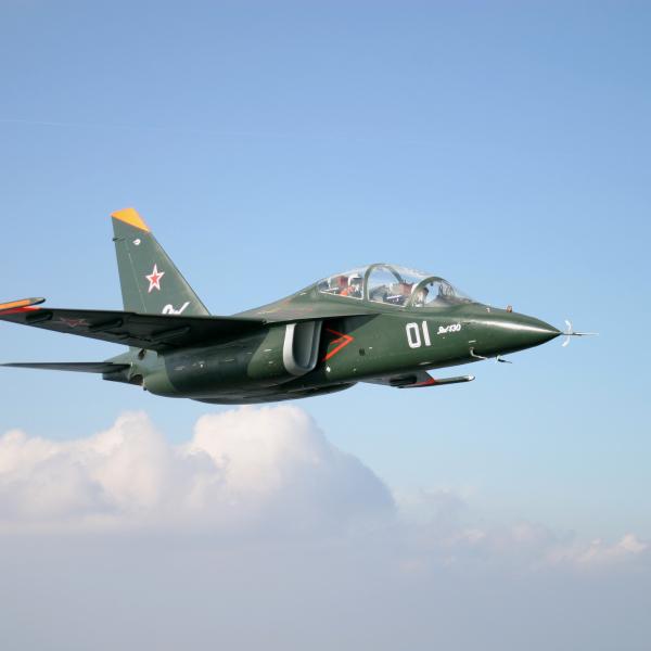 8.Як-130 в полете.