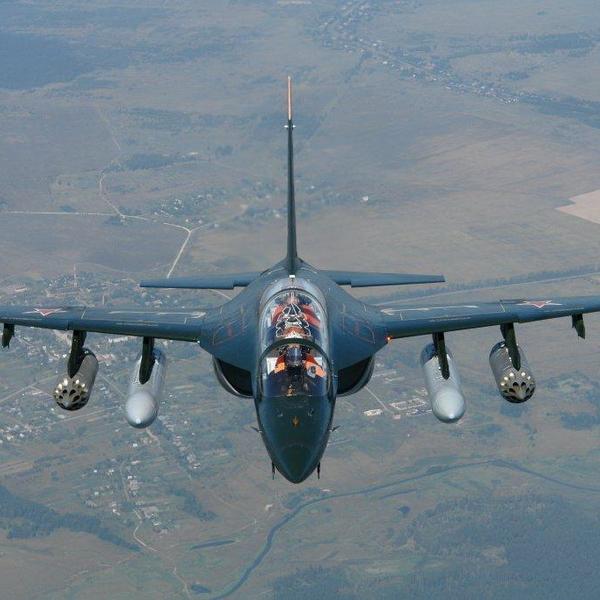 8а.Як-130 в полете.