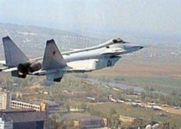 9.Опытный истребитель МиГ-1.44 (МФИ) в полете.