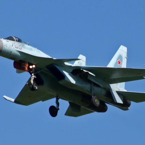 9.Су-35 первой серии на взлете.
