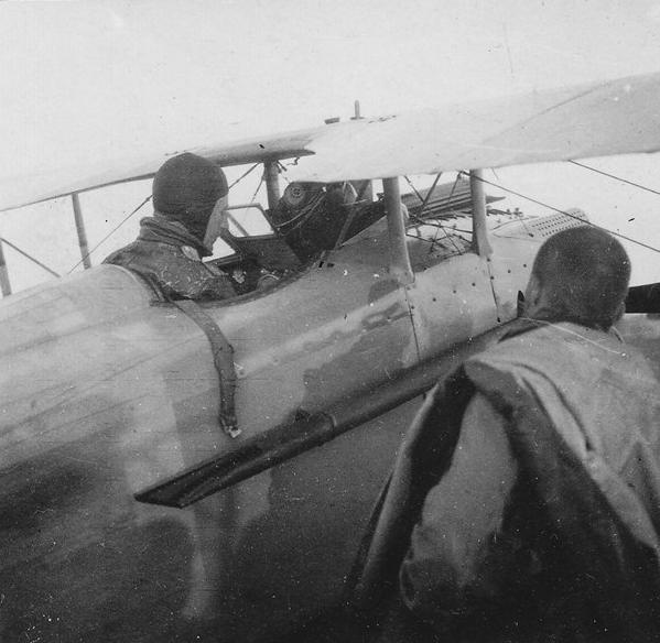 В кабине С.К.Модрах. Август 1917 г. Юго-Западный фронт.