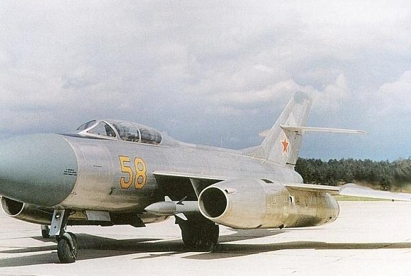 1.Истребитель Як-27К борт №58 с ракетами К-8.