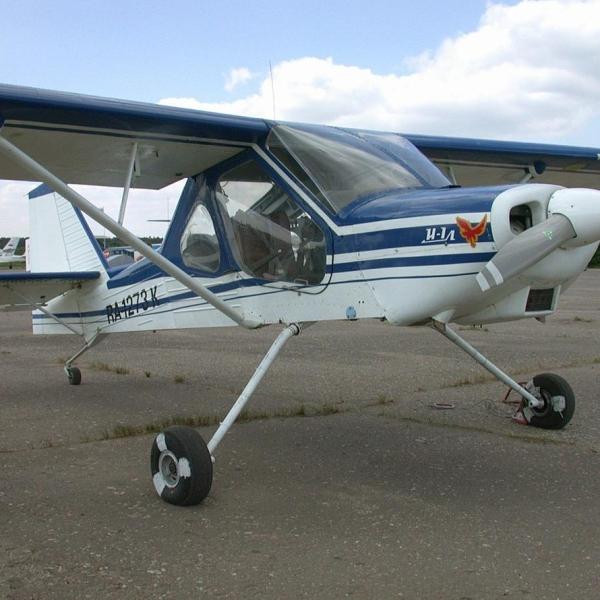 1.Легкий самолет И-1Л Леший на стоянке.