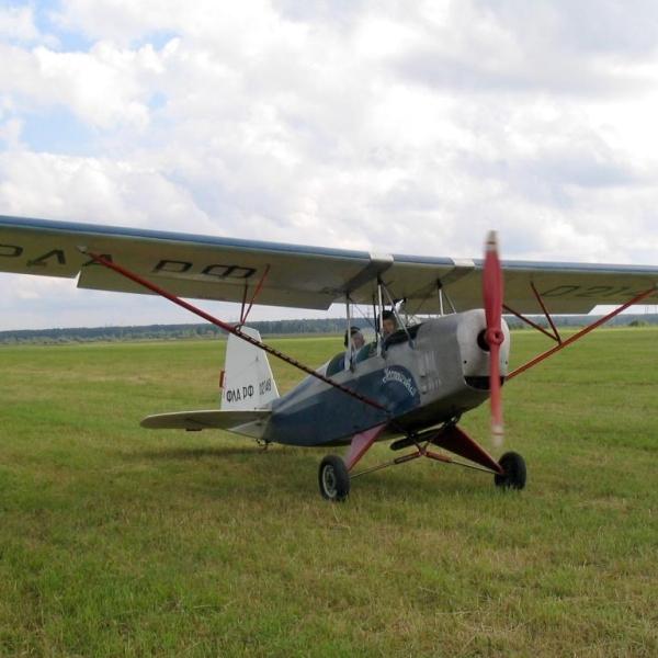 1.Легкий самолет Настойчивый в первоначальной окраске.