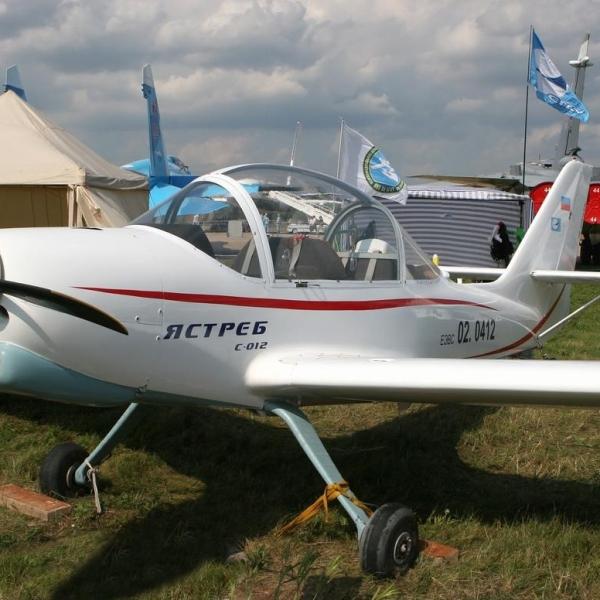 1.Легкий самолет Ястреб на стоянке.