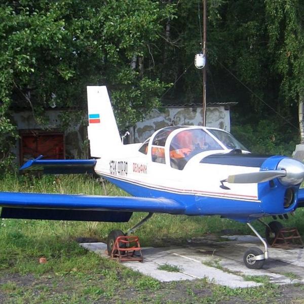 1.Самолет Дельфин-4 на стоянке.