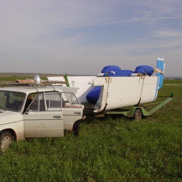 10.Транспортировка самолета М-12 в разобранном виде.