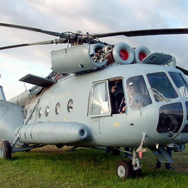 10.Вертолет Ми-8 с раскапотированными двигателями ТВ3-117.