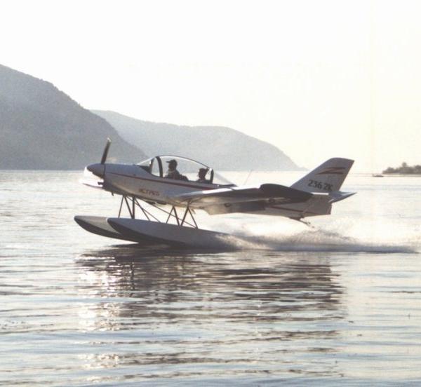 17.Гидровариант самолета Ястреб.
