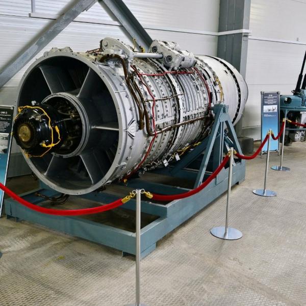 2.Двигатель АМ-3 в экспозиции музея.