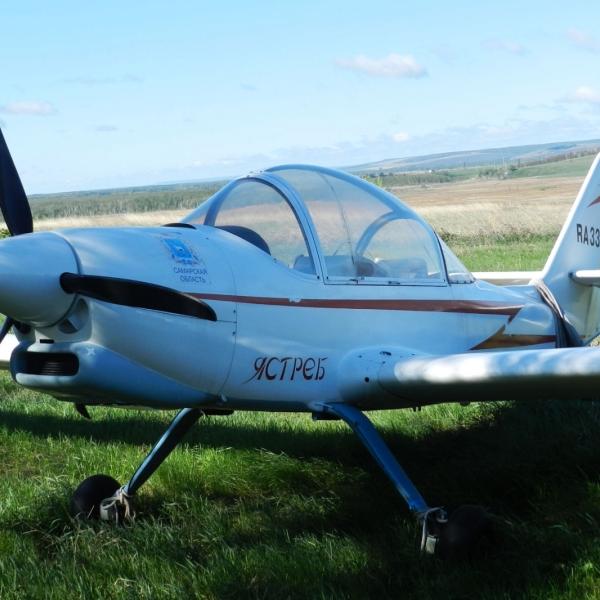 2.Легкий самолет Ястреб на стоянке.