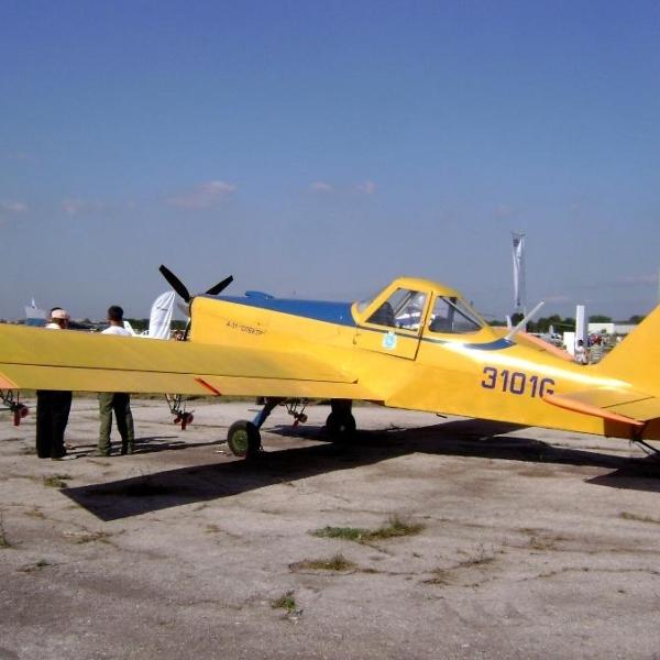 2.Самолет А-31 Спектр на стоянке.