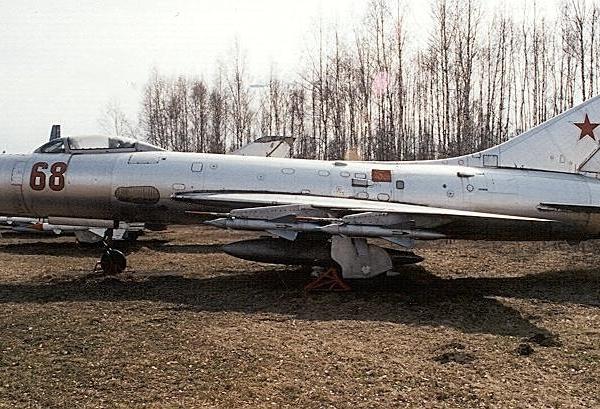 3.Перехватчик Су-9 с 4 УР воздух-воздух К-51 (К-5МС).