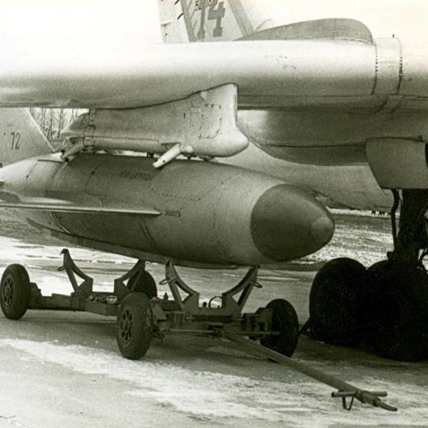 3.Ракета КСР-2 под крылом Ту-16. 1