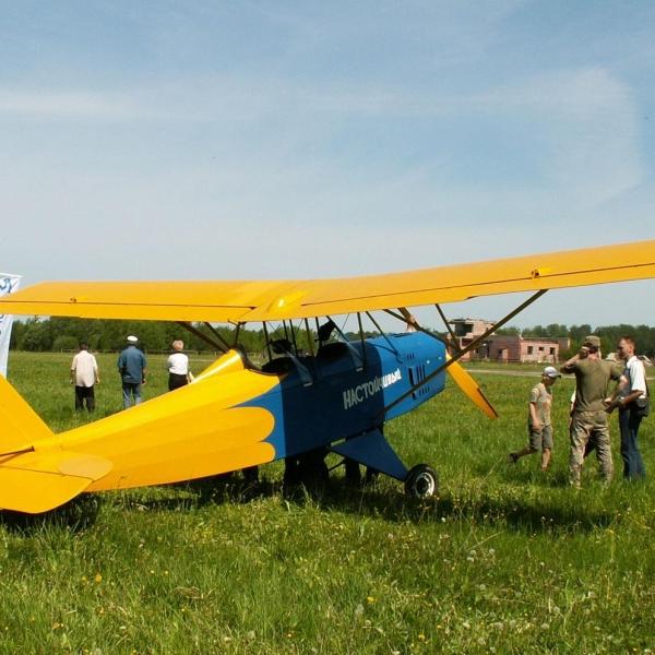 3.Самолет Настойчивый на стоянке.