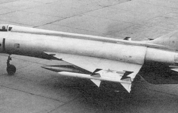 4.Истребитель Е-152-1 с ракетами К-9. 2