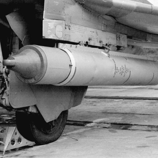 4.НАР С-25-ОФМ на подкрыльевом держателе.