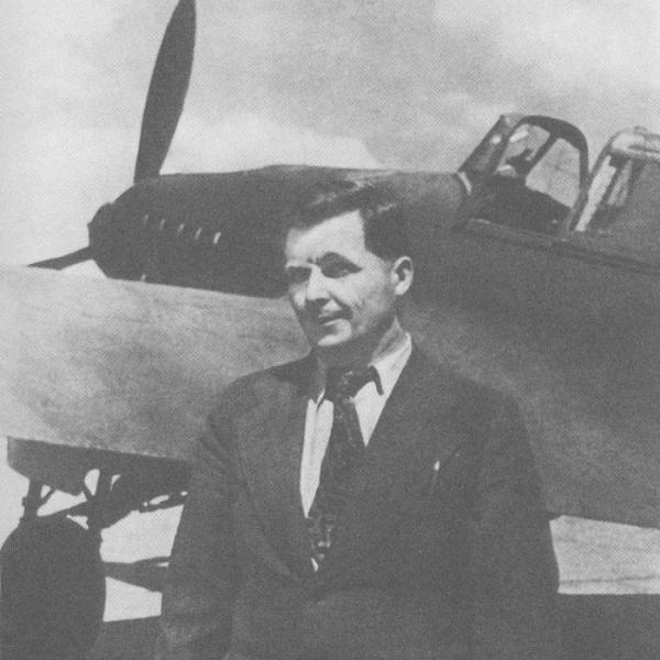 4.С.В.Ильюшин у штурмовика Ил-2. 1942 г.
