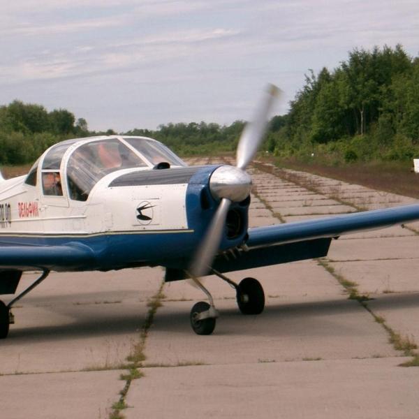 4.Самолет Дельфин-4 на рулежке.