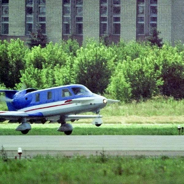 4.Самолет Молния-1 на взлете.
