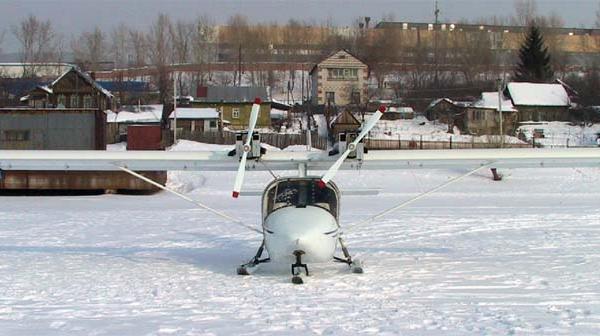 5.Легкий самолет Цикада на лыжном шасси.
