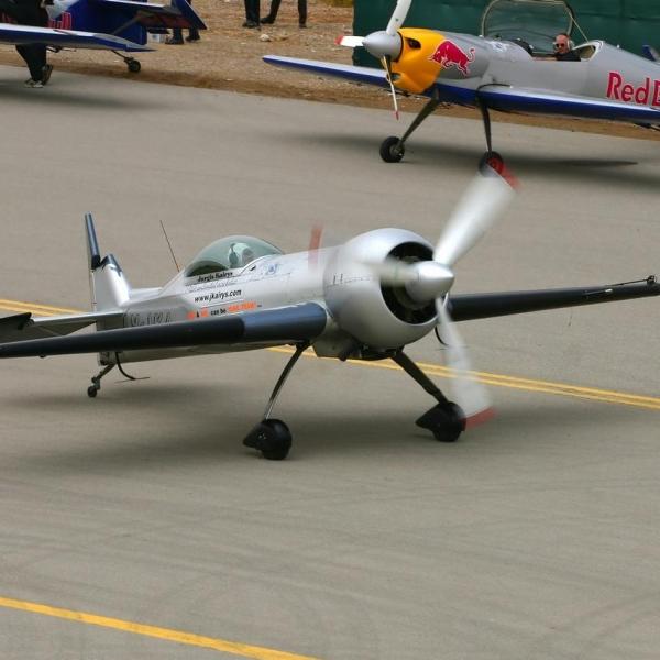 5.Самолет Авиатика-МАИ-900 на рулежке.