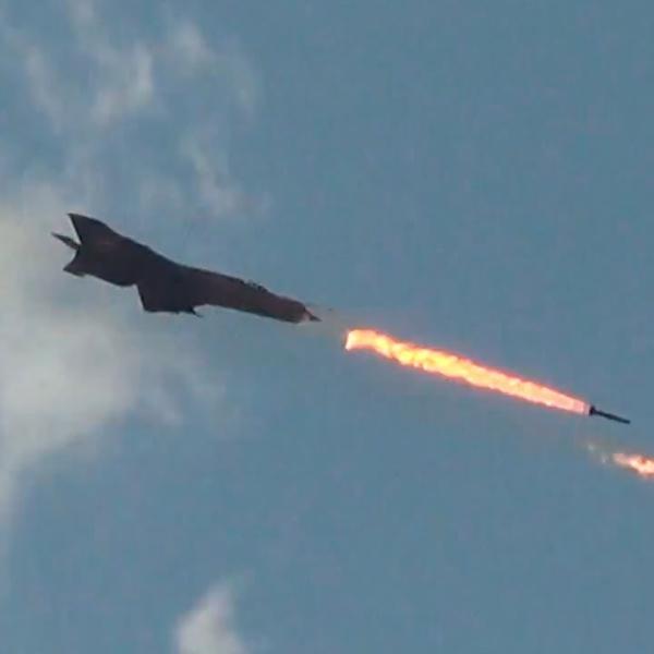6.Миг-21 ВВС Сирии применяет НАР С-24.