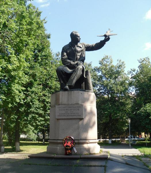 6.Памятник Н.Н.Поликарпову. Установлен в г.Орёл в сквере Поликарпова.