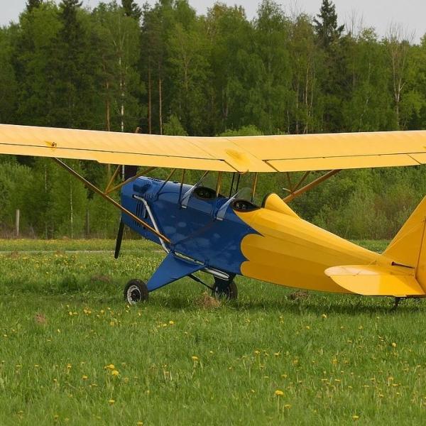 6.Самолет Настойчивый на стоянке.
