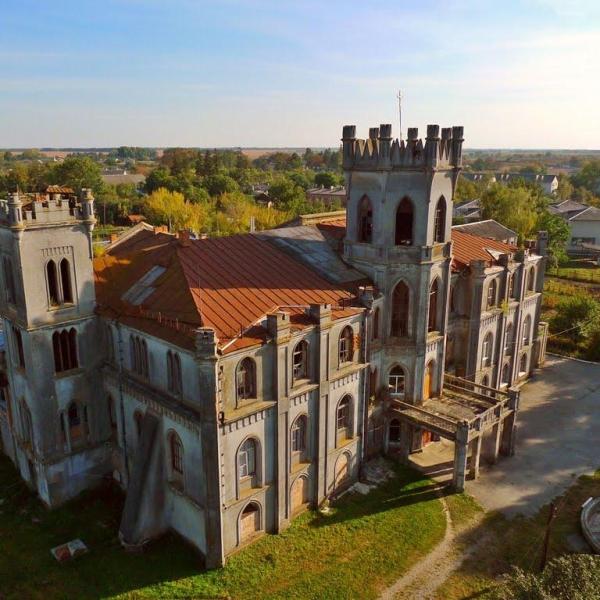 6.Замок семьи сахарозаводчиков Терещенко. Ныне монастырь.