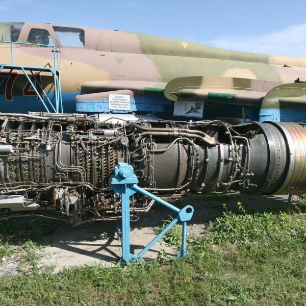 7.Двигатель АЛ-21Ф в экспозиции музея.
