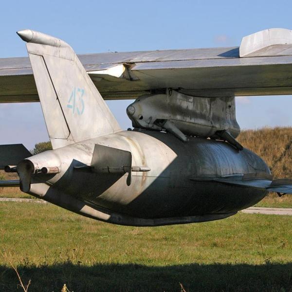 7.КСР-11 под крылом носителя.