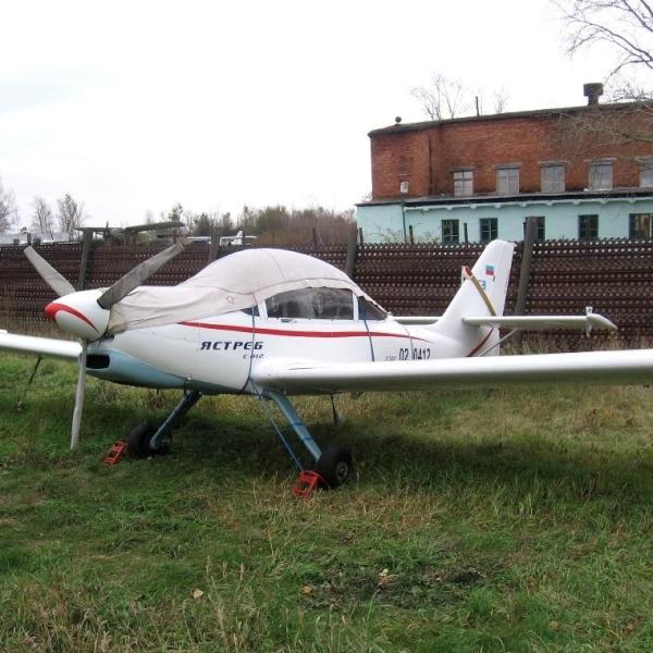 7.Легкий самолет Ястреб на стоянке.
