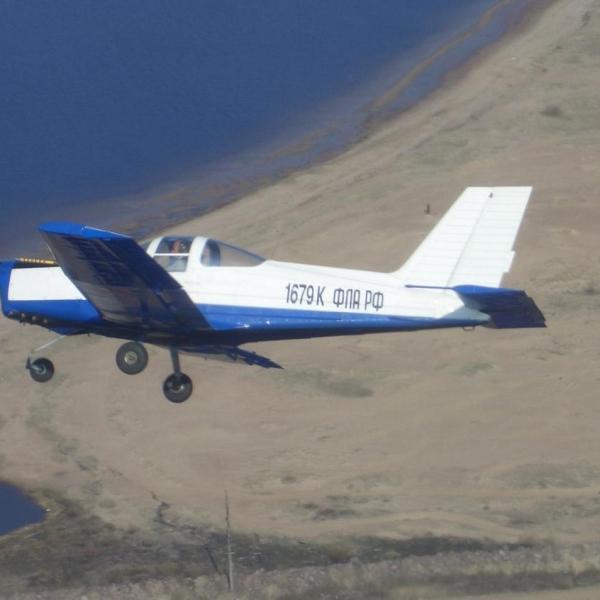 8.Самолет Дельфин-4 в полете.