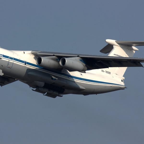 1.Базовый самолет спасательного комплекса Ил-76МД после взлета.