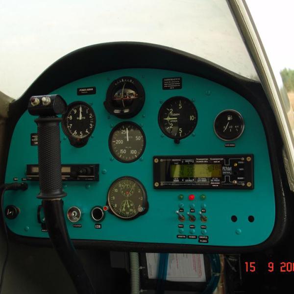 15.Приборная панель самолёта С-2