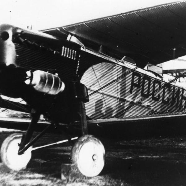 2.Б.И.Россинский у именного самолета П-3. 1933 г.