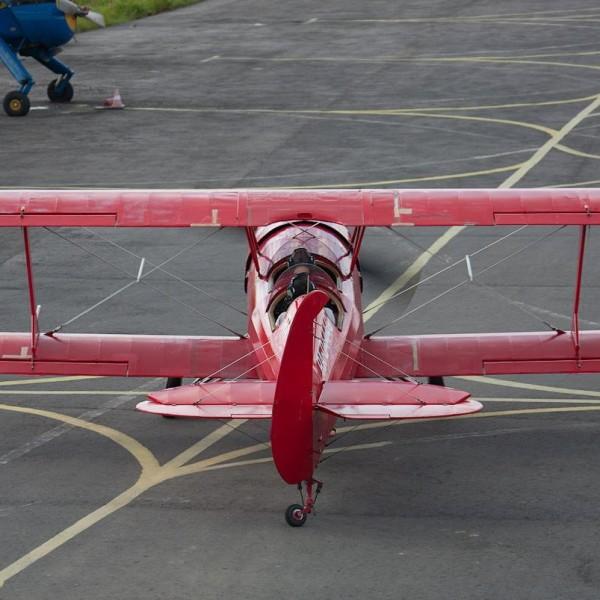 2а.Легкий пилотажный самолет Ф-1 Фаворит.