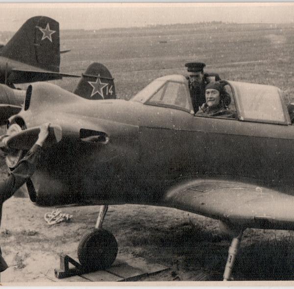 4.Б.И.Россинский на самолете Як-18. Тушино 1947 г.